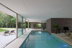 Modern villa by Hilberink Bosch Architecten (Architecture) Swimming Pool House, Indoor Swimming Pools, Swimming Pool Designs, Lap Swimming, Small Indoor Pool, Outdoor Pool, Indoor Outdoor, Moderne Pools, Modern Exterior