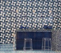 Vente de carrelages, pierres, mosaïques, carreaux ciment, terrazzo et parquets. 7 rue d'Aboukir, 75002 Paris Tel : 01 42 36 00 30
