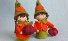 Hoera, het sneeuwt   Atelier Wilma Creatief Wood Peg Dolls, Clothespin Dolls, Spool Crafts, Felt Crafts, Holiday Ornaments, Christmas Crafts, Fairy Tree, Kegel, Autumn Crafts