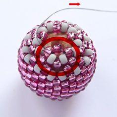 how to bead a wooden bead... good pictures, mot in english...Obšívaná kulička návod