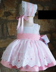 Frocks For Girls, Kids Frocks, Baby Girl Dress Patterns, Baby Dress, Spanish Baby Clothes, Kids Gown, Toddler Girl Dresses, Little Girl Dresses, Baby Sewing