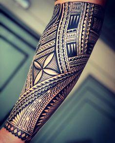 Samoan Tattoo - Samoan siapo style by Dennis Mataafa - Maori Tattoos, Tribal Tattoos For Men, Tribal Sleeve Tattoos, Neue Tattoos, Marquesan Tattoos, Samoan Tattoo, Forearm Tattoos, Arm Band Tattoo, Tattoos For Guys