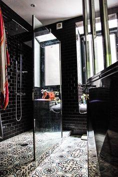 salle de bains noire carrelage Laure Vial du Chatenet