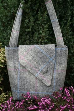 craft sale items A beautifully constructed Scottish Harris tweed tote bag with square corners and two shoulder straps. A practical yet stylish size for any woman, Harris Tweed, Diy Handbag, Diy Purse, Fabric Handbags, Fabric Bags, Handbag Patterns, Patchwork Bags, Vintage Bags, Handmade Bags