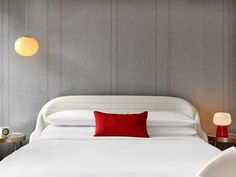 The Virgin Hotel Chicago, featuring a Maya Romanoff Wool Wallcovering, Cozy. It's ideal for hospitality and commercial design. Bedroom Furniture, Home Furniture, Bedroom Decor, Brimnes Bed, Japanese Bedroom, Study Room Decor, Home Garden Design, Bedroom Bed Design, Home Decor Inspiration