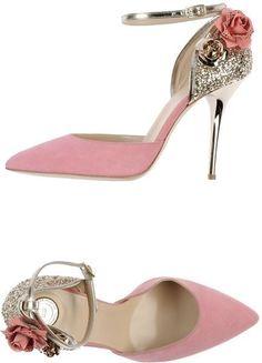 Pretty pink heels. Pretty shoes!!!
