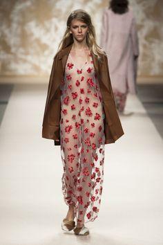 #SimonettaRavizza #Spring #2016 #Fashion #Show #Spring2016 #lmw #Milan #Fashionweek via @TheCut