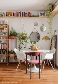 This small apartment in Brazil belongs to a young couple that loves plants, pets, DIY items and objects with history. Deco Studio, Home Studio, Aesthetic Rooms, Small Apartments, Home Decor Inspiration, Home And Living, Bedroom Decor, Design Bedroom, Decor Room