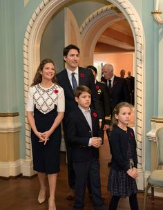 Prime minister-designate Justin Trudeau, his wife Sophie Gregoire-Trudeau and their children Xavier and Ella-Grace arrive at Rideau Hall for a swearing-in ceremony in Ottawa on Wednesday, Nov. (Justin Tang / THE CANADIAN PRESS)