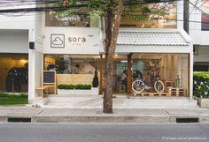 Bike by cafe. Small Coffee Shop, Coffee Shop Bar, Coffee Store, Cafe Shop Design, Shop Interior Design, House Design, Cafe Restaurant, Restaurant Design, Facade Design