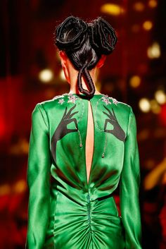 Explore the looks, models, and beauty from the Schiaparelli Spring/Summer 2015 Couture show in Paris on 26 January with show report by Alexandra Shulman Couture Fashion, Fashion Art, Runway Fashion, High Fashion, Street Fashion, Fashion Show, Vintage Fashion, Fashion Design, Parisian Fashion