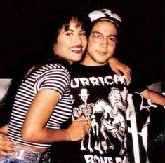32 pics that prove Selena Quintanilla and Chris Perez were totally Selena Quintanilla Perez, Selena Quintanilla Birthday, Celebrity Couples, Celebrity News, Becky Lee, Selena Mexican, Selena And Chris Perez, Famous Hispanics, Selena Pictures