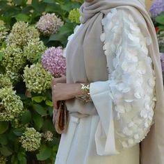 Hijab Fashion Selection of over 100 looks in trendy and chic Abaya Abaya Designs, Islamic Fashion, Muslim Fashion, Modest Fashion, Abaya Style, Hijab Dress, Hijab Outfit, Modest Dresses, Modest Outfits