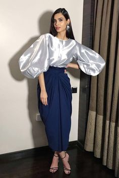 Sleeves design is an important aspect of any clothing's item-such as blouse, top, or dresses we create. Indian Fashion Dresses, Indian Designer Outfits, Designer Dresses, Fashion Outfits, Stylish Dresses, Elegant Dresses, Balloon Skirt, Balloon Sleeves, Blouse And Skirt