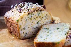 Летний кекс с сыром и зеленью