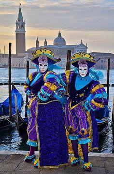 Karneval in Venedig, Italien. Venice Carnival Costumes, Venetian Carnival Masks, Carnival Of Venice, Venetian Masquerade, Masquerade Ball, Venice Carnivale, Venice Mask, Costume Venitien, Caribbean Carnival
