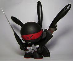A ninja Munny knife set: BRILLIANT.
