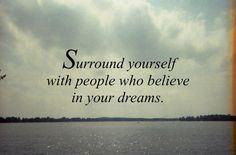Inspirerende quotes met positieviteit. Omring je met positieve mensen en krijg positiviteit terug.