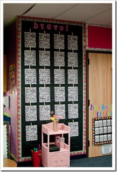 I like this idea for displaying student work. I'll have to find a place in my room to set this up....