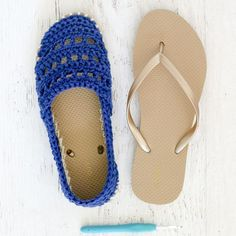 Shoe slippers etc Seaside Slip-Ons - Shoes with Flip Flop Soles Crochet pattern by Jess Coppom Make Crochet Slipper Pattern, Crochet Slippers, Single Crochet, Crochet Baby, Double Crochet, Crochet Flip Flops, Make And Do Crew, Crochet Sandals, Christmas Knitting Patterns