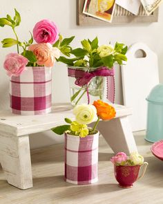 DIY Wrap cans with (homespun) checkered fabrics or even pieces of kitchen towel and create beautiful flower pots this way Tin Can Crafts, Diy And Crafts, Interior Design Photos, Christmas Decorations, Table Decorations, Flower Decorations, Centerpieces, Flower Quotes, Paint Cans