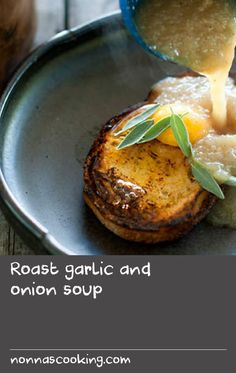 Roast garlic and onion soup Oven Dishes Recipes, Thai Recipes, Garlic Soup, Roasted Garlic, Best Oven, Egg Dish, Onion Soup, Onions, Food To Make