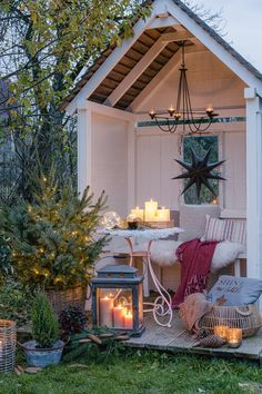 Weihnachtsstimmung im Garten und auf der Terrasse Christmas spirit in the garden and on the terrace, Deko Ideen Outdoor Spaces, Outdoor Living, Outdoor Decor, Garden Cottage, Home And Garden, She Sheds, Back Gardens, Small Gardens, Country Decor