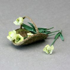 Weave a Miniature Flower Gathering Basket in Dollhouse Scale