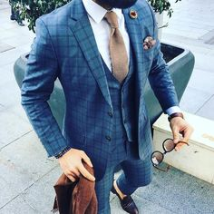 How to wear a three piece suit: tiny. Checkered Suit, Looks Style, My Style, Formal Suits, Fashion Mode, Fashion Edgy, Feminine Fashion, Fashion Photo, Fashion Fashion