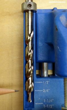 Want to know how to use a Kreg Jig? This tutorial gives tips for avoiding mistakes when drilling pocket holes for DIY projects - set the Kreg Jig drill bit collar Learn Woodworking, Woodworking Techniques, Popular Woodworking, Woodworking Furniture, Woodworking Crafts, Woodworking Plans, Woodworking Jigsaw, Diy Furniture, Woodworking Patterns