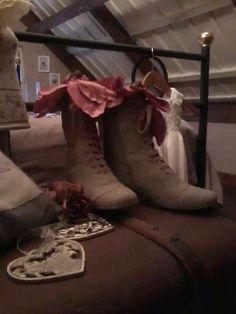 De oude laarsjes van zwart naar France Cotton zijn van Sanne met de boodschap Na de kerst sloanen we verder! Hele fijne kerstdagen  Groetjes, Sannie