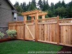 Wood Pallet Fence
