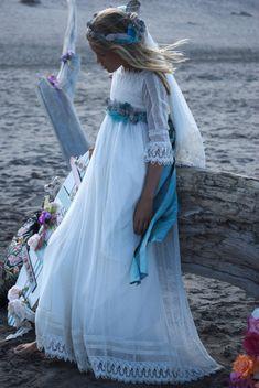 ▷ Vestidos Vintage de Primera Comunion | Monair Fashion Models, Girl Fashion, Girls Dresses, Flower Girl Dresses, Flower Girls, Baptism Dress, Vestidos Vintage, Special Dresses, First Communion