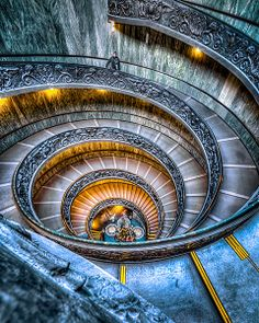 gaelphoto.com | Escaliers du Vatican | spiral stairs in Vatican museum, Rome, Italy
