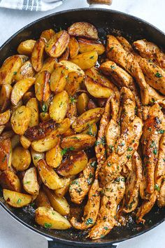 Garlic Butter Chicken and Potatoes Skillet - One skillet. This chicken recipe is pretty much the easiest and tastiest dinner for any weeknight! keto dinner Garlic Butter Chicken and Potatoes Skillet Garlic Chicken Recipes, Garlic Butter Chicken, Healthy Chicken Recipes, Skillet Chicken, Chicken Recipes For Dinner, Chicken Flavors, Yummy Dinner Recipes, Skillet Food, Chicken Strip Recipes