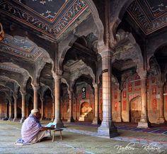 Beautiful view of Shahi Mosque Chiniot, Punjab Pakistan Mughal Architecture, Islamic Architecture, Art And Architecture, Islamic World, Islamic Art, Islam Church, Chinese New Year Greeting, Beautiful Mosques, Barcelona Cathedral