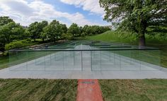 Glass-Walled Labyrinth / Robert Morris