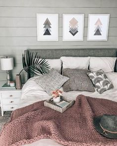 chunky knit blanket ON SALE! cozy beachy bedroom chunky knit blanket ON SALE! Home Decor Bedroom, Interior Design Living Room, Master Bedroom, Bedroom Ideas Grey, Grey Wall Bedroom, Adult Bedroom Ideas, Rustic Grey Bedroom, Young Adult Bedroom, Bedroom Simple