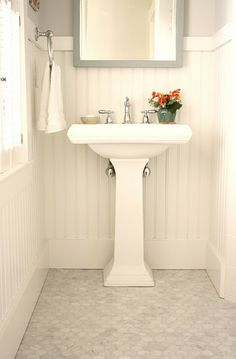 20 Pedestal Sink Backsplash Ideas to Blend Classic and Modern Looks (Home Design etc…) Bathroom Renos, Bathroom Flooring, Small Bathroom, Bathroom Beadboard, Bathroom Ideas, Bathroom Gray, Bathroom Marble, Bathroom Layout, Bath Ideas