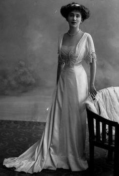 Edwardian Fashion - 1909                                                                                                                                                                                 More
