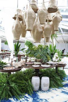 tropical decor home Interior Tropical, Tropical Furniture, Tropical Home Decor, Tropical Design, Tropical Houses, Tropical Colors, Luxury Lighting, Deco Table, Restaurant Design