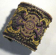 Bead Embroidered Bracelet, Beaded Cuff Bracelet, Bead Embroidery Jewelry, Beaded Bracelet Patterns, Fabric Jewelry, Beaded Embroidery, Jewelry Art, Beaded Jewelry, Kashida Embroidery