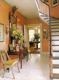 The orange entry in Bunny Williams' Connecticut country house. From An Affair With A House by Bunny Williams. My Living Room, Living Room Decor, Dining Room, Orange Rooms, Orange Walls, Coral Orange, Interior And Exterior, Interior Design, Entry Hallway