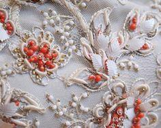 Cómo restaurar y preservar vestidos de lentejuelas antiguos   eHow en Español