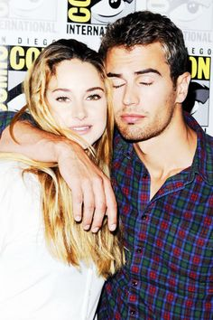 Shailene Woodley and Theo James. A carinha do Theo *--* Divergent Fandom, Divergent Insurgent Allegiant, Divergent Trilogy, Shailene Woodley, Perfect People, Pretty People, Beautiful People, Tris Et Quatre, Hunger Games