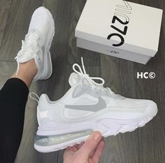 Not finding half as much decent shots of etc. since the new Nike Element Cute Sneakers, Sneakers Mode, Sneakers Fashion, Girls Sneakers, Nike Air Shoes, Women Nike Shoes, White Nike Tennis Shoes, White Sneakers Nike, Nike Shoes Outfits