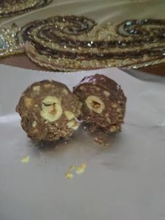 Σοκολατάκια Ferrero roche !!! ~ ΜΑΓΕΙΡΙΚΗ ΚΑΙ ΣΥΝΤΑΓΕΣ 2 The Kitchen Food Network, Sweets Recipes, Desserts, Food Network Recipes, Doughnut, Muffin, Food And Drink, Treats, Cookies