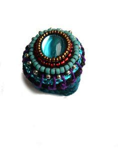 ••• Häkelring mit Glas-Cabochon ••• von crochet.jewels auf DaWanda.com