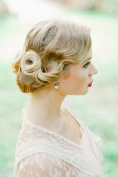 Vintage-inspired updo   Photo by Merari