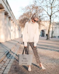 Shop Your Screenshots™ with LIKEtoKNOW.it, a shopping discovery app that allows you to instantly shop your favorite influencer pics across social media and the mobile web. Fashion Mumblr, Fashion Lookbook, Winter Fashion, Fashion Outfits, Fasion, Fall Outfits, Casual Outfits, Cute Outfits, Office Outfits